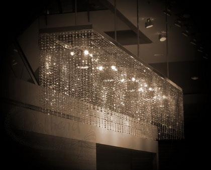 Design Leuchter Rahmen/Leuchtmittel: Architekt Marc Jöhl, Design Crystals: Architekt Marc Jöhl und Perltrend Sandra Willi