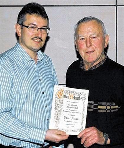 Ehrung - 60 Jahre  Vereinstreue -  Ehrenchorleiter - Jose Alban - JHV 2011