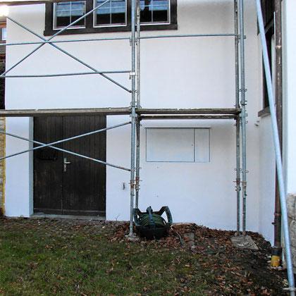 Fassadenreparatur mit Gerüst