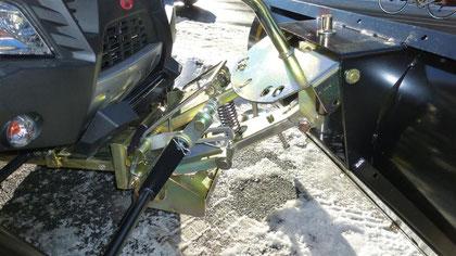 Befestigungplatte mit Adapter für das Schneeräumschild am Quad