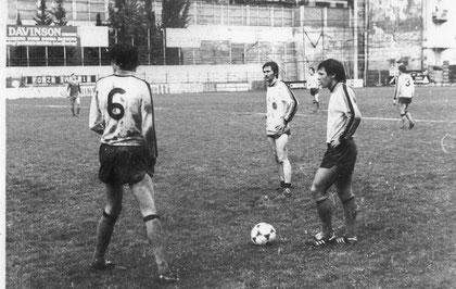 Lombardi, Marinelli e Greco si apprestano a calciare una punizione