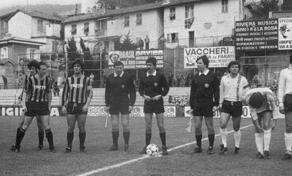 Capitan Olivieri a metà campo con l'arbitro Baldas di Trieste