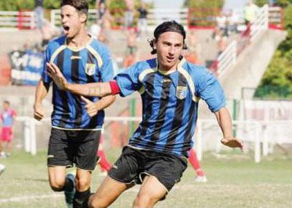Vago e De Matteis esultano dopo il gol partita