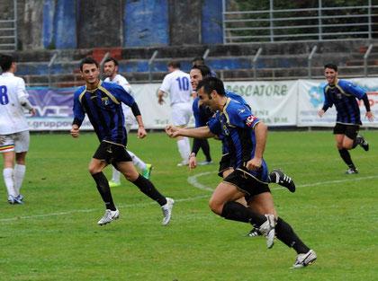22': la gioia di Iannolo e compagni dopo il gol del momentaneo 1-1