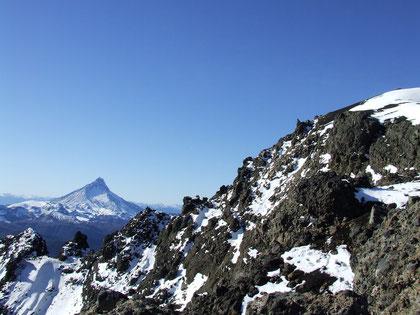 La Picada vista parcial de la cumbre,al fondo el impresionante volcán Puntiagudo 2190 m.s.n.m. fot. a.núñez