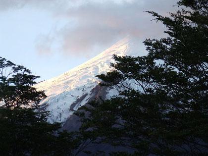 trekking El Solitario : vista del volcán Osorno por su lado Sur fot. a.núñez