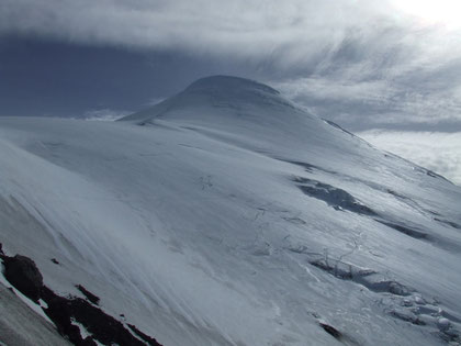 Majestuoso Osorno a los 1800 m.s.n.m. vista de la ruta Oeste hacia su cono glaciar. fot. A. Núñez.