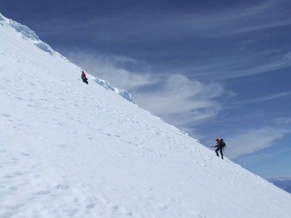 Últimos metros antes de enfrentar las formaciones de hielo glaciar de la cumbre. fot. A. Núñez.