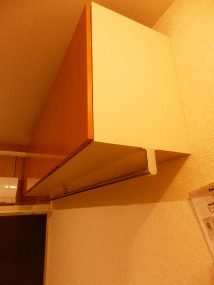 吊戸棚+ハンギングバーで収納力アップ
