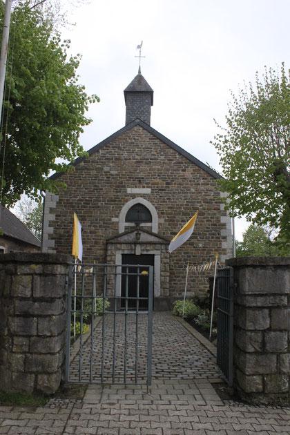 Erstkommunion 2019 Kapelle Schleckheim Fahnen