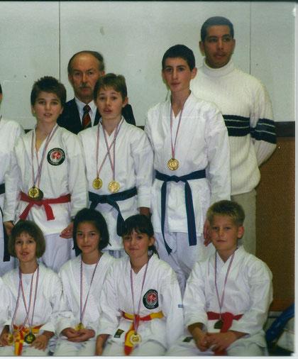 1er rang - Nathalie 3éme en partant de la gauche - 2éme rang - Guillaume 3éme en partant de la gauche - Février 1999