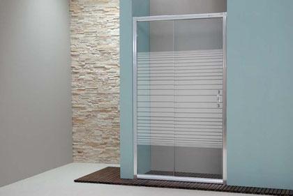 Mampara frontal de ducha de una hoja corredera y una hoja fija en color plata brillo