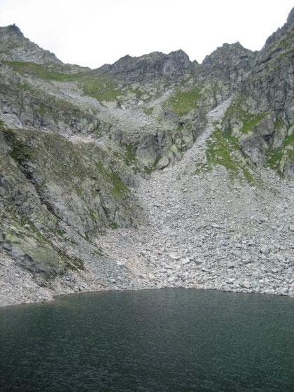 Am Weiterweg zum Hannoverhaus kommt man beim Tauernsee vorbei, hier der Blick hinauf zum Korntauern (2460m)