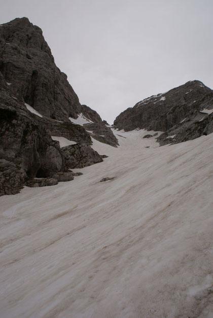 Über diese Schneezunge geht es aufwärts (links im Bild der Stenar)