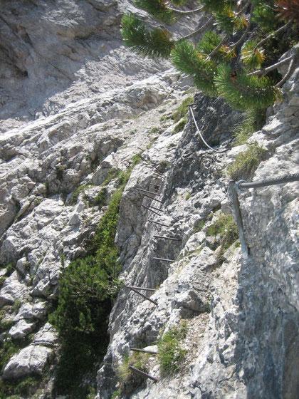 Der Steig zur Tennalm ist anspruchsvoll, teilweise sogar mit alten Sicherungen versehen, dieses Bild stammt aus dem Jahr 2006!