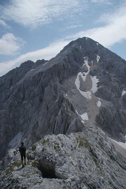 Der Gratverlauf hinunter in die Dolskra skrbina,  sowie den Grintovec