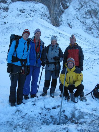 Die Crew nach Abschluss der letzten Bohrung im schuttbedeckten Gletscherteil