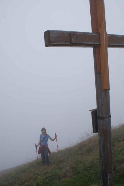Bei Nebel erreichen wir den höchsten Punkt