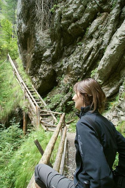 Vor der steilen Stiege