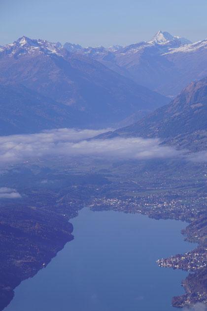 Blick hinab zum Millstätter See, im Hintergrund der Glockner (Nov. 2020)