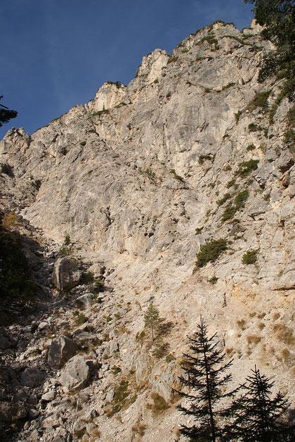Die steile Rinne, welche man schon nach wenigen Metern nach links verlässt