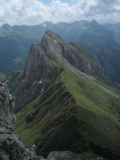 Während des Aufstiegs, Blick zurück auf den Cellon (2241m) und die Grüne Schneid (2150m)