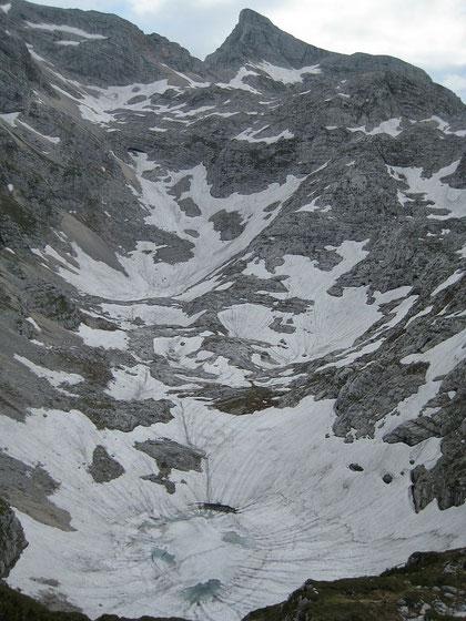 Der Stenar mit dem (noch zugefrorenen) mittleren Krizsee