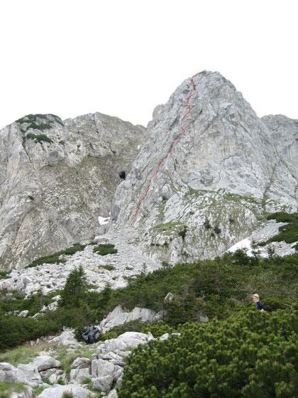 Blick von der Schulter zum Ostpfeiler des Cellons (strichliert die Route des Klettersteiges)