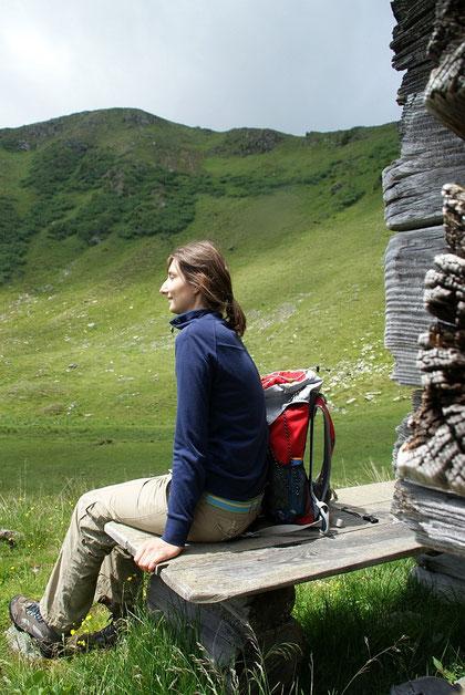 Kurze Pause beim Rückweg (knapp unter dem Sattel) mit Blick hinauf zum Langnock