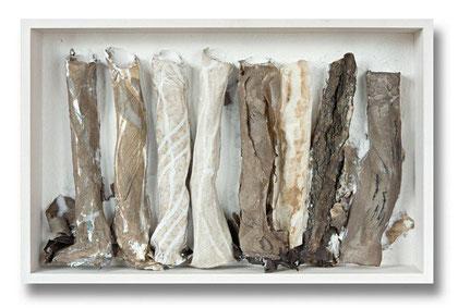 """Am Weg"" handgeschöpfte Papiere ( Abaka/Flachs/Baumwoll-Linters)  über Drahtröhren kaschiert, 36 x 56 x 9 cm"