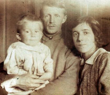 Евгений и Раиса Кожевины с маленьким Мириком. 1923-1924 г.г.