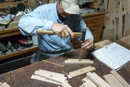 幕板のポイント 木象嵌の埋め込み中