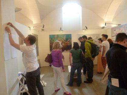Viel los in Galerie 44309