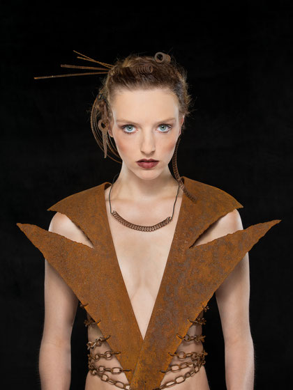 Foto 15 - la mode rouillée (Model: Kyara, Makeup: Lisa Trippolt, rostige Kleidung: Andreas, Foto: Michael Geramb)