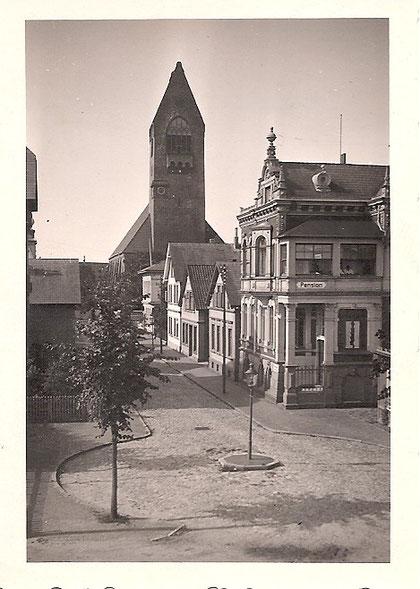 """Dohrmannstraße mit Garnisonskirche """"St. Petri"""" ca.1955 (Beckröge)"""