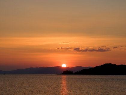 有明に沈む夕陽