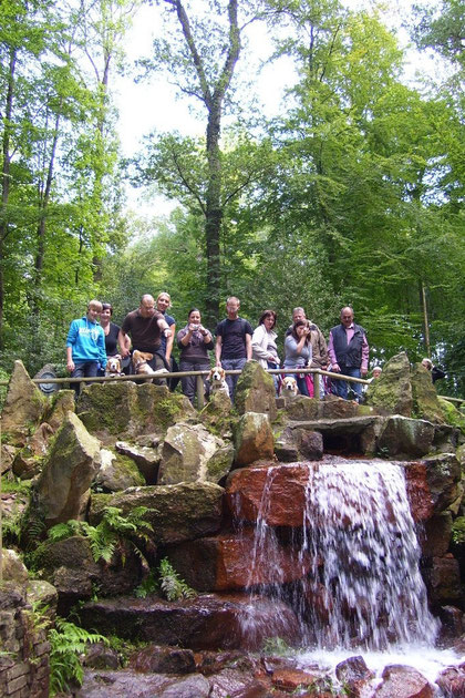 Gruppenfoto am Wasserfall