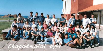 Imagen del viaje de fin de curso de la Promoción 1998 que compartió con sus pares de Malanzán y Nacate en la ciudad veraniega de Chapadmalal
