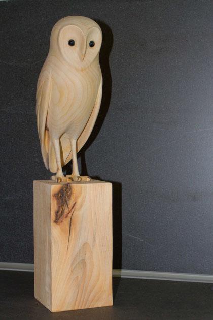 Sculpture d'oiseau en bois de tilleul réalisée à la main