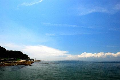 野間灯台越しの景色 photo by 白鳥保美