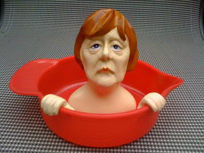 Im Haushalt einer überzeugten Sozialdemokratin hat RZ-Chefredakteur Christian Lindner diese bitter dreinschauende Angela Merkel entdeckt. Aus gutem Grund: Die Kanzlerin presst Zitronen aus.