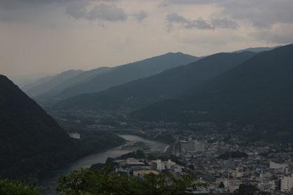 池田の町と吉野川