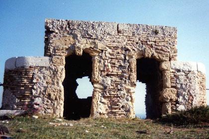 avant-restauration-monument-historique-pierre-château-if-taille-tailleur