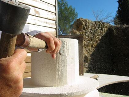 pierre-vase-medicis-taille-var-83- bormes-tailleur-pierre-ciseau