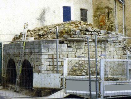 fontaine-pierre-taille-lorgues-avant-restauration-var-83-monument