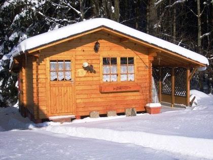 Hütte mit der Schneefräße freigeräumt
