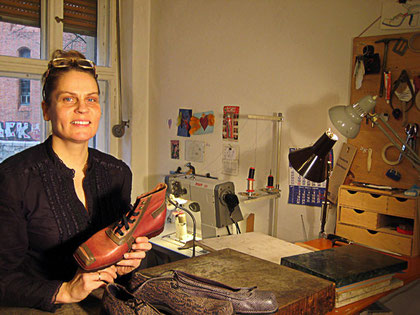 Schuh-Designerin Ann-Kristin Fessel in ihrer Werkstatt