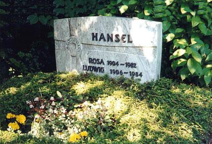 Grabstätte von Rosa und Ludwig Hansel auf dem christlichen Friedhof in Wetzlar im September 2003.  (Foto: E. Sternberg-Siebert)