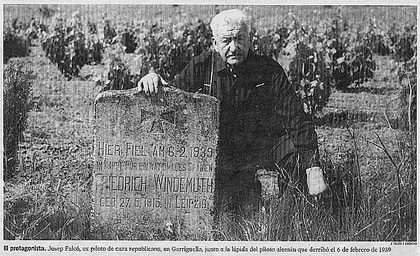 Falcó vor dem Stein Windemuths (Quelle: La Vanguardia)