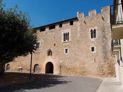 Das Abtshaus der Kanonika von Vilabertran - ehemals evangelische Schule (Quelle: CapCreusOnline)
